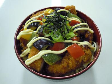 彩り野菜の唐揚げ丼