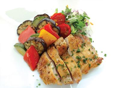 チキンソテーとグリル野菜ミックス